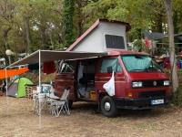 Bus aufm Campingplatz