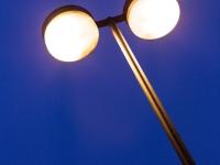 Lampe in der blauen Stunde
